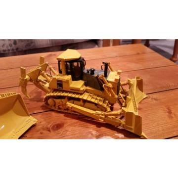 Lot Reunion of 4 Komatsu & Caterpillar 1/50 Scale Mining Push Dozers *NEW*